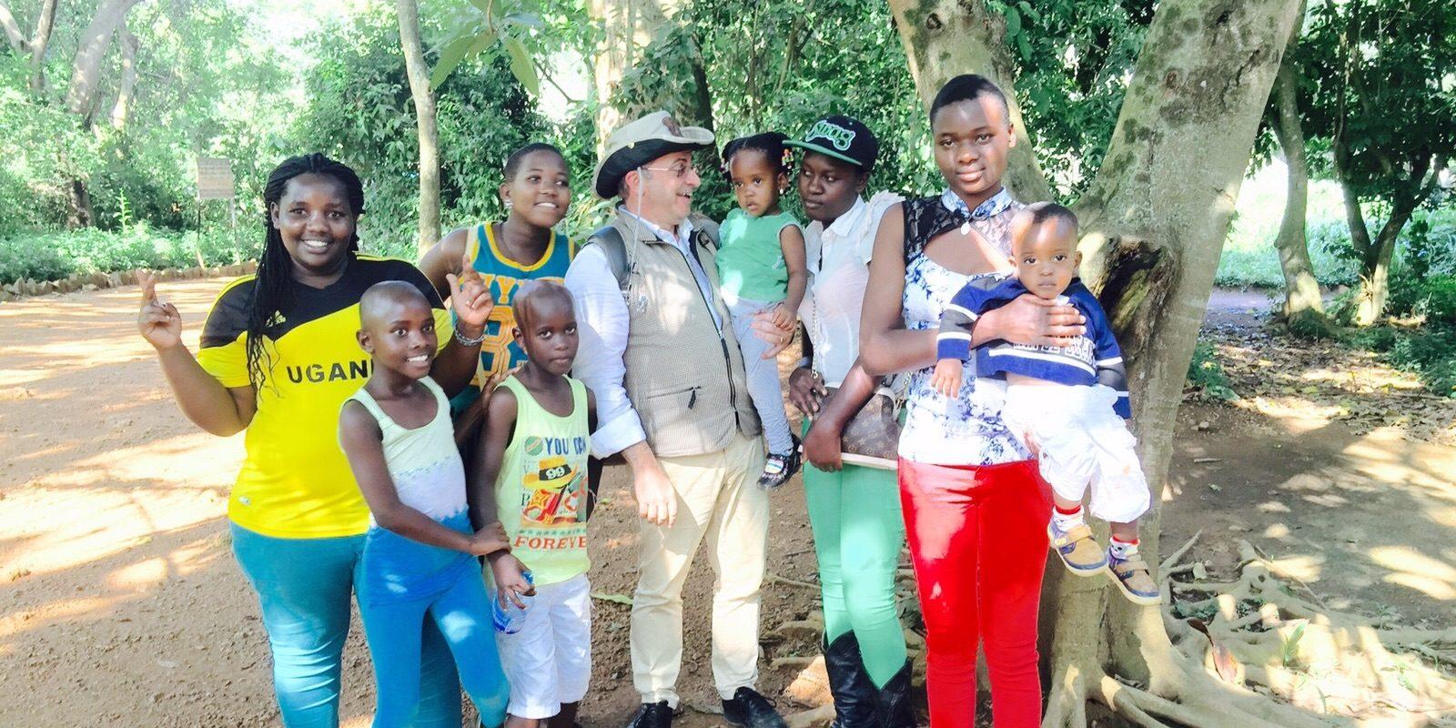 """Impegno umanitario<br><span style=""""font-size:80%"""">Formazione di medici in Uganda</span>"""